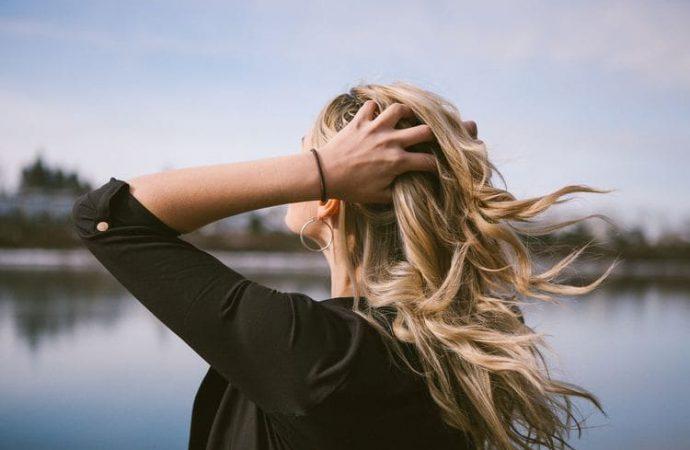 Najlepšie vitamíny na vlasy. Účinný šampón proti vypadavaniu vlasov. pomáhajú tabletky na rast vlasov?